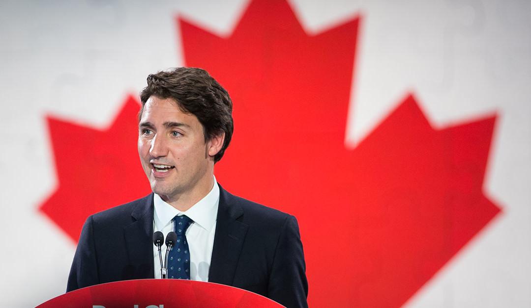 Justin et Brian Gallant, le chef du Parti libéral du nouveau-Brunswick, font un arrêt dans un Tim Hortons à Moncton 23 août 2014.
